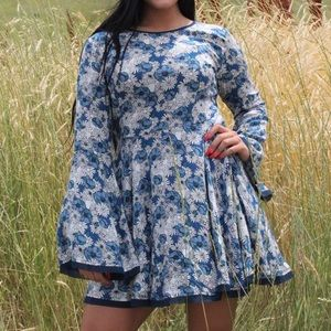 Floral mini bell sleeve dress